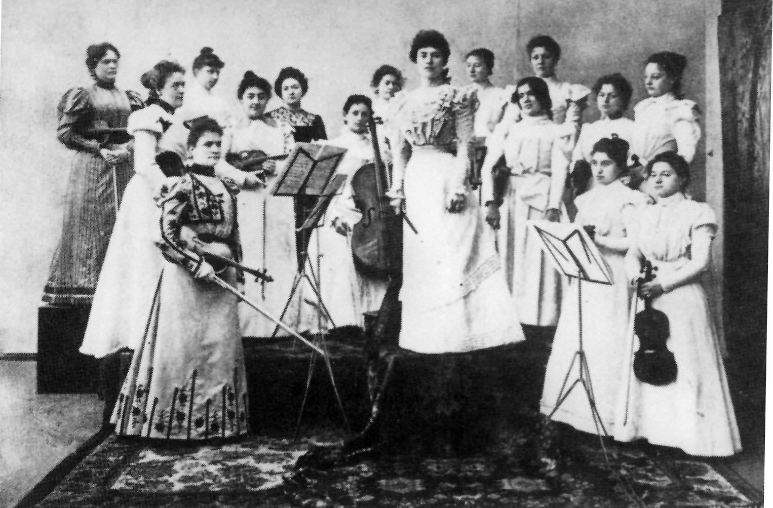 Das Frauenorchester von Mary Wurm.