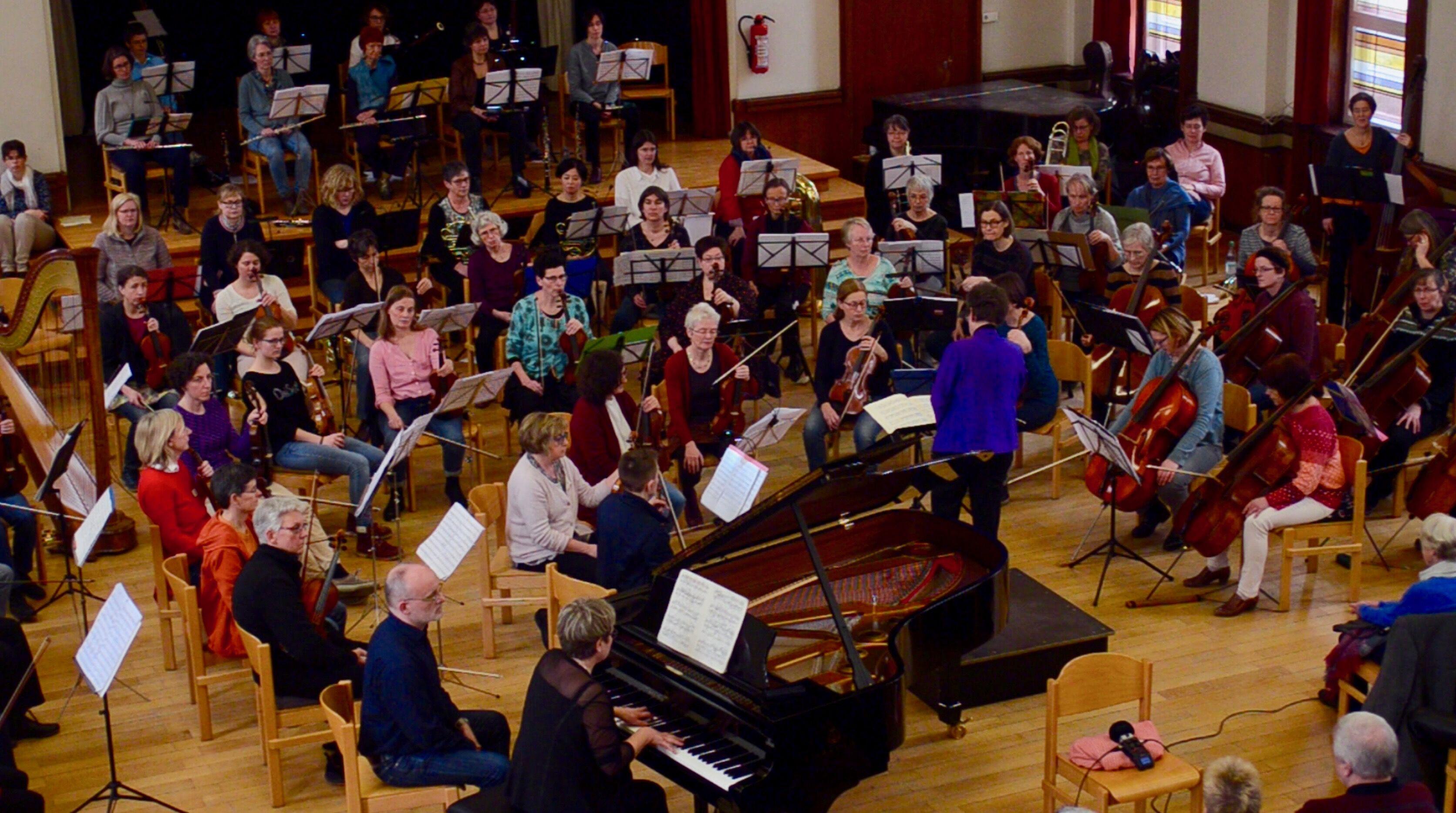 Konzert im Rahmen des Frauenorchesterprojekts Berlin (Foto: Meggie George).